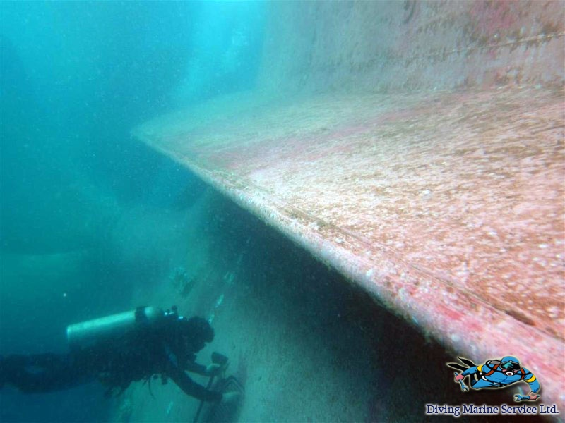 Underwater cleaning of ships hull