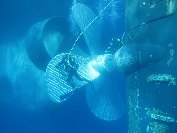 Polishing of ship propeller
